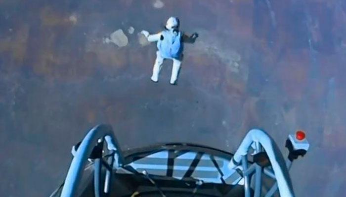 Felix Baumgartner durante su salto visto en directo en YouTube