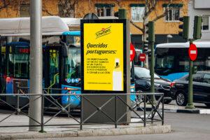 "Marquesina publicidad Schweppes ""queridos portugueses"""