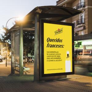 "Marquesina publicidad Schweppes ""queridos franceses"""